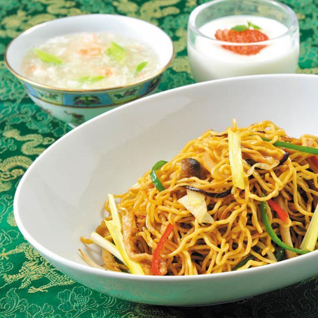 服部栄養専門学校 本格中華の人気メニュー!上海焼きそばと2種のデザート1