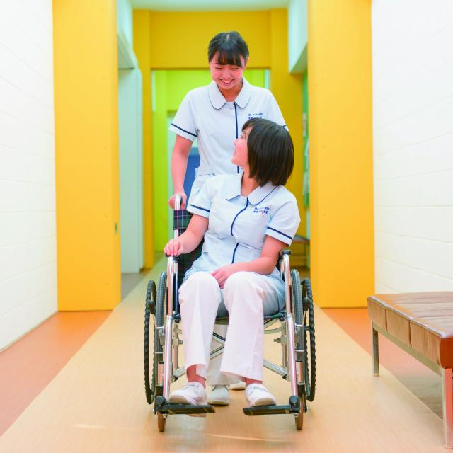 北海道ハイテクノロジー専門学校 在校生が一人ひとりをサポート!看護師本格体験!4