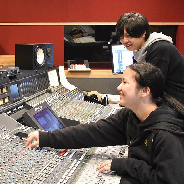 東放学園音響専門学校 音響技術科の体験入学「映像に音楽や効果音をつけてみよう!」1