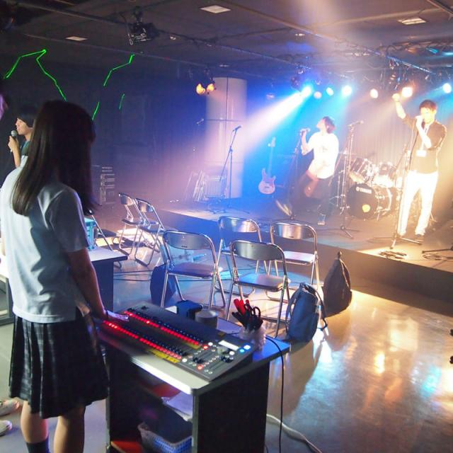 金沢科学技術専門学校 【映像音響学科】ライブ機材の設営やカメラ撮影を体験しよう!1
