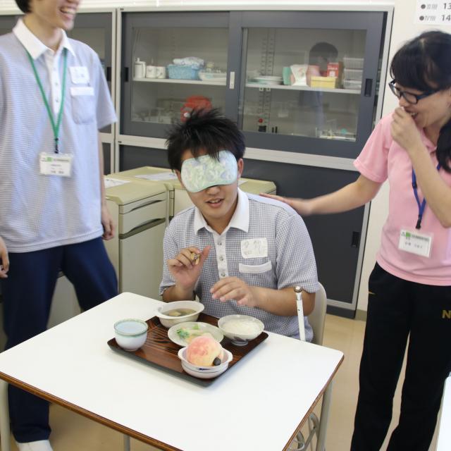 YIC看護福祉専門学校 【3/22(金)】介護福祉学科 視覚障害体験1