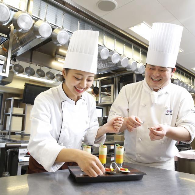 大阪調理製菓専門学校 【世界の味覚ビュッフェ開催!】仔牛のロースト マンゴーソース3