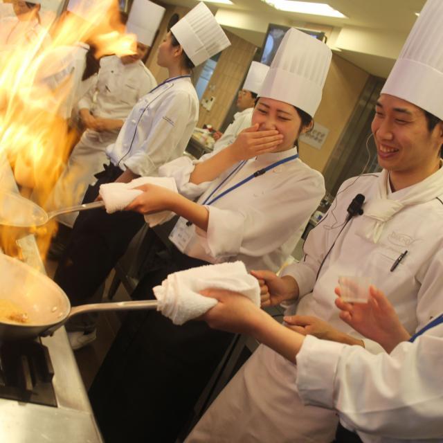 大阪調理製菓専門学校ecole UMEDA 【夏のひんやりビュッフェ開催】ポークフィレのタリアータ4