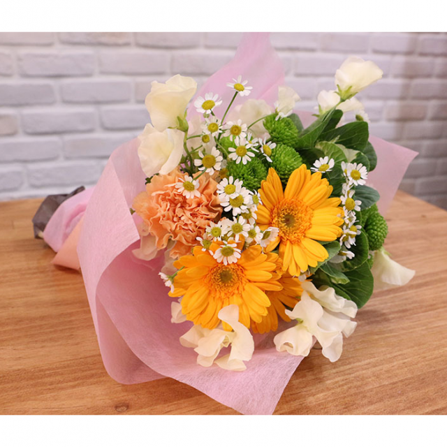 大阪ビジネスカレッジ専門学校 季節の花束アレンジメント1