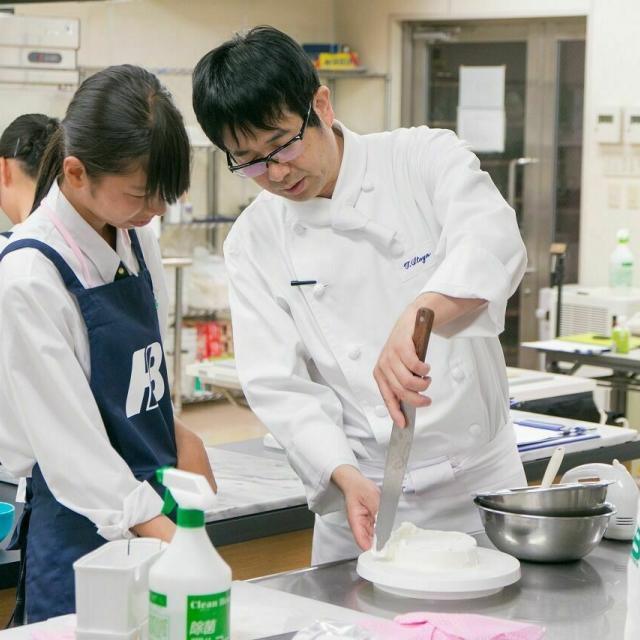 広島会計学院ビジネス専門学校 楽しく一人一台『トロピカルフルーツのケーキ』を作ろう♪4
