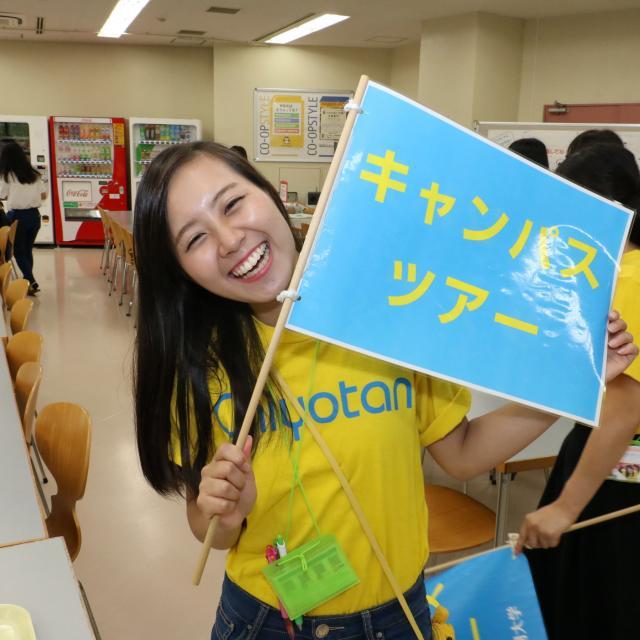 大阪千代田短期大学 介護のロールプレイ、電動リフト使用体験2