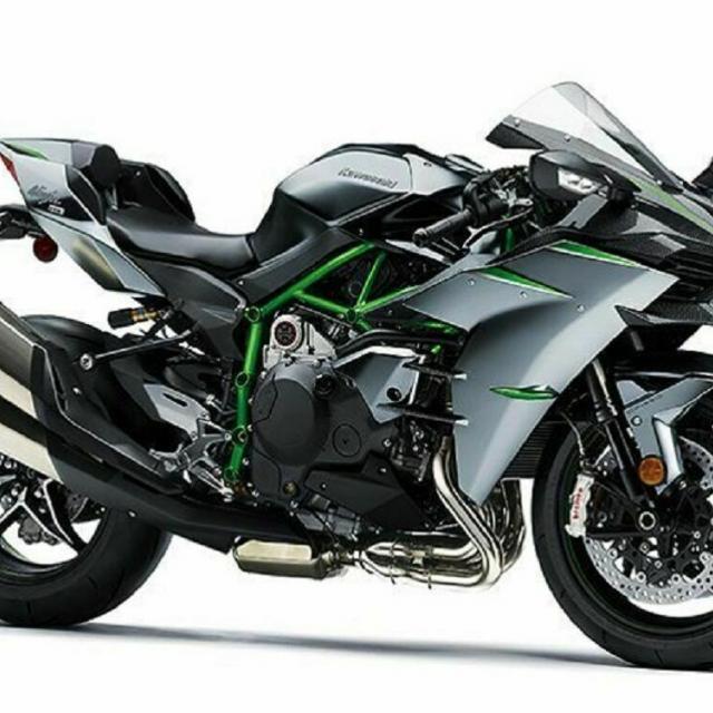 中日本自動車短期大学 国内、輸入車バイクが来学!バイク好きは必見!!1