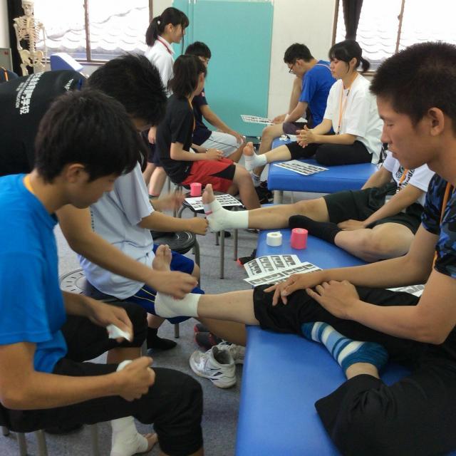 大阪社体スポーツ専門学校 ★テーピングの体験授業★2