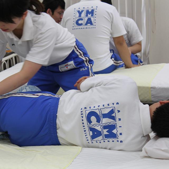 和歌山YMCA国際福祉専門学校 高齢者の気持ちを知ろう!体験授業開催!1
