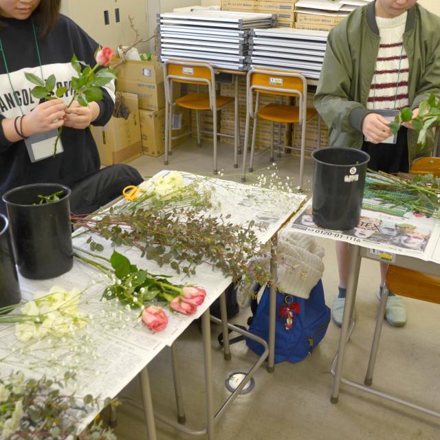 日本ガーデンデザイン専門学校 フラワーバレンタイン 在校生と一緒に心を込めたブーケづくり2