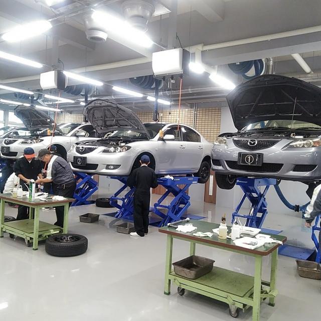 阪神自動車航空鉄道専門学校 自動車整備士なりきり!つなぎで整備実習4