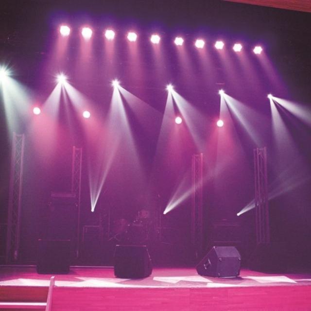 キャットミュージックカレッジ専門学校 照明スタッフ専攻●照明機材を体験してみよう!3