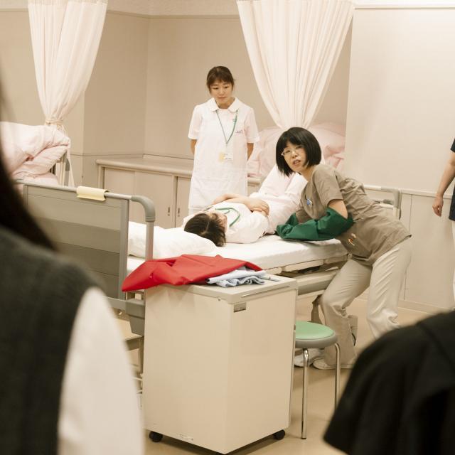 西武文理大学 これが看護の道への第一歩-看護体験1