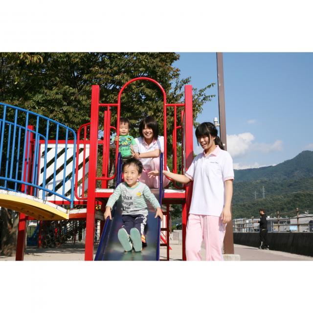 広島福祉専門学校 子どもから高齢者まで、あらゆる人を支えます。2