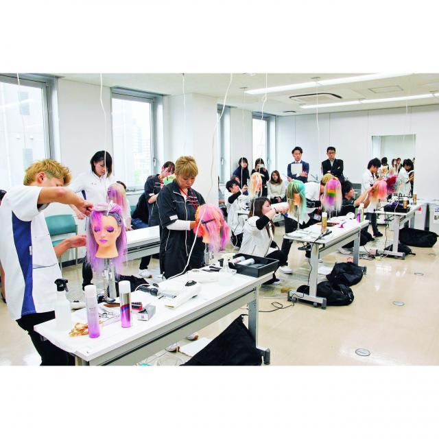 穴吹ビューティ専門学校 【全学年参加OK】美容師とエステティシャンを体験!1