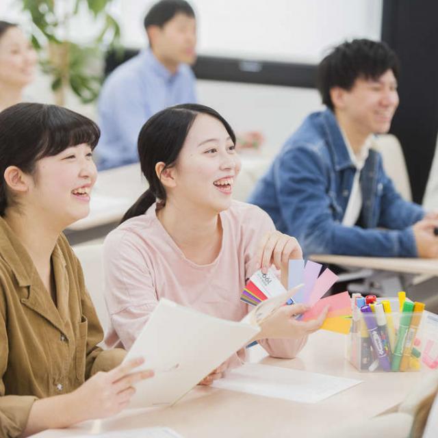 東京医薬専門学校 化粧品総合学科♪夏かわいいチークを作ろう!1