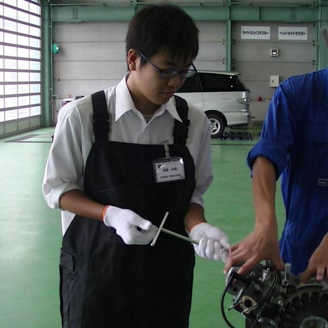高崎自動車整備大学校 エンジンの中を見てみよう2