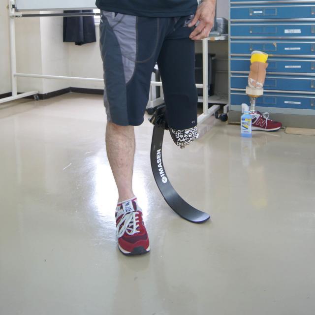 専門学校 日本聴能言語福祉学院 【義肢装具学科】スポーツ用義足の作り方を見学しよう!2