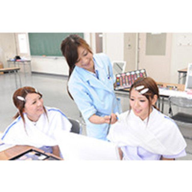 東京マックス美容専門学校 メイクアップ模擬授業体験1