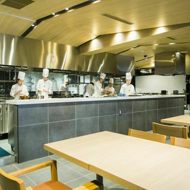 東京山手調理師専門学校 【日本料理】鮎の塩焼きと棒寿司2