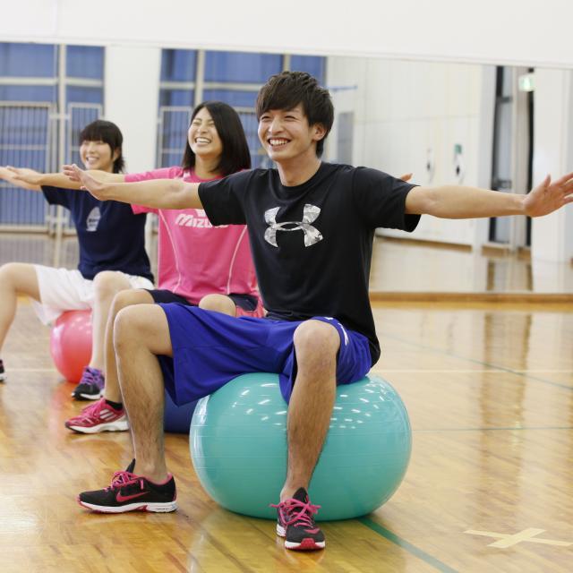 東京YMCA社会体育・保育専門学校 【トレーニング&フィットネスエクササイズ体験】体幹を鍛える♪1