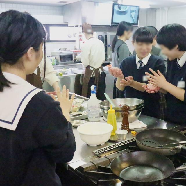 西日本調理製菓専門学校 4種のチーズ香る煮込みハンバーグ3