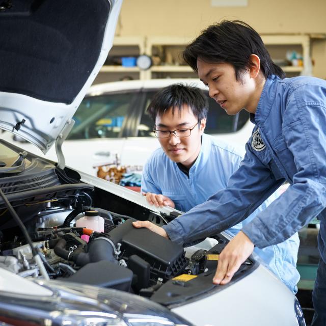 芦屋大学 【体験授業】 「車のエンジン内部を覗いてみよう!」1