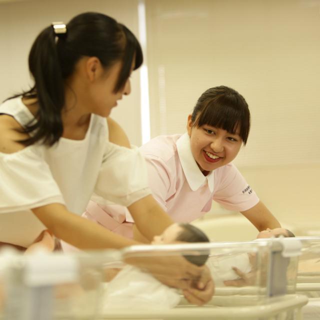 新潟医療福祉大学 【看護師】の仕事体験!模擬患者ロボットに触れてみよう!1