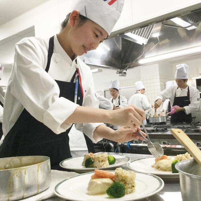 新潟調理師専門学校 フランス料理の基本☆フリカッセに挑戦!2