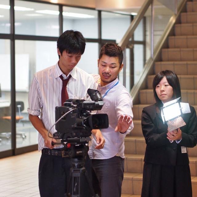 金沢科学技術専門学校 【映像音響学科】ライブ機材の設営やカメラ撮影を体験しよう!2