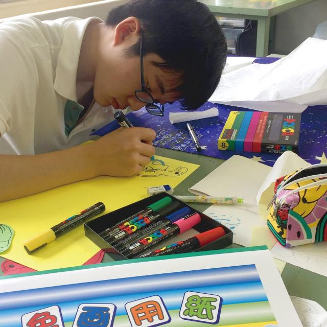日本デザイン福祉専門学校 8/26(月)保育士さんを目指す人の工作体験1