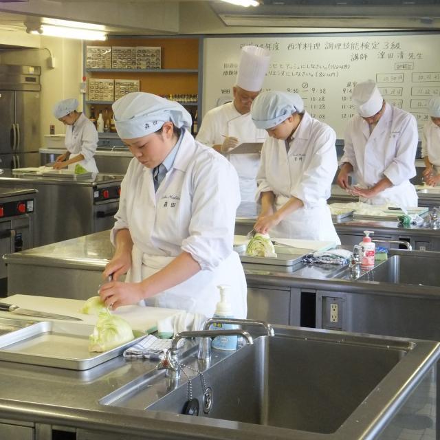 西武学園医学技術専門学校 普段の栄養士科の実習授業を見学してみよう(栄養士科)3