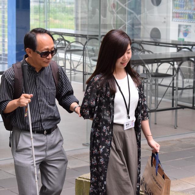京都福祉専門学校 オープンキャンパス ~ アイマスクで白杖体験 ~2