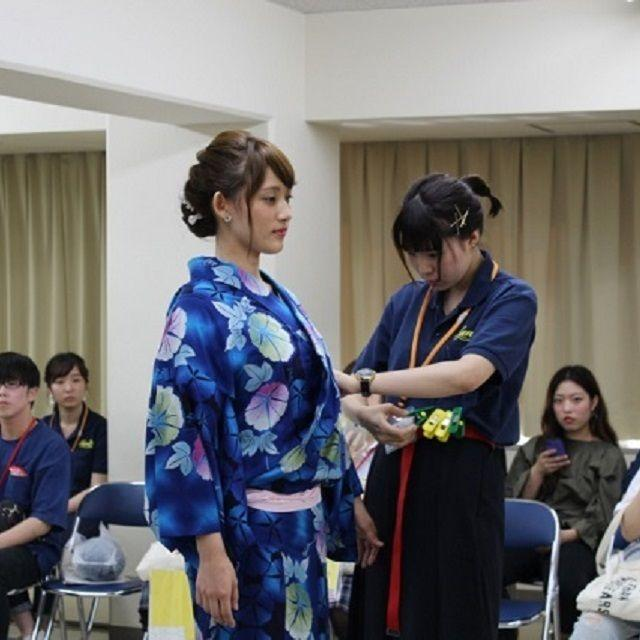 広島県理容美容専門学校 浴衣着付ショー1